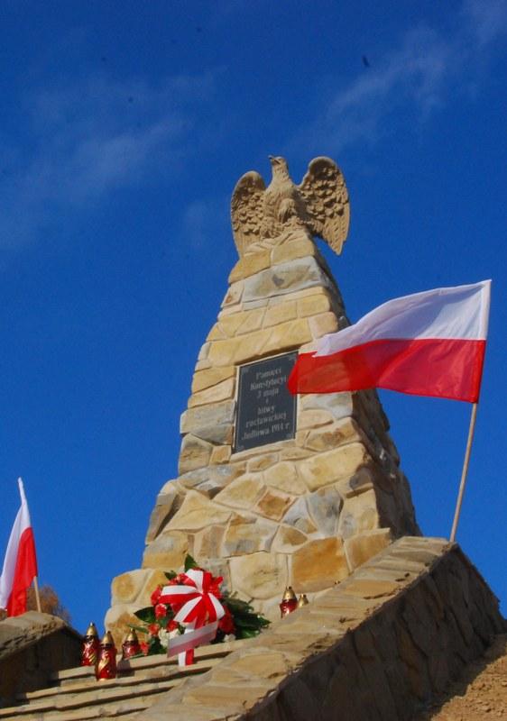 pomnik konstytucji 3 maja maly